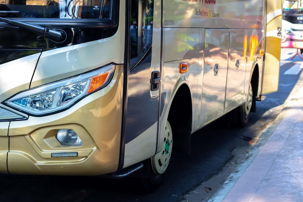 Cars et bus